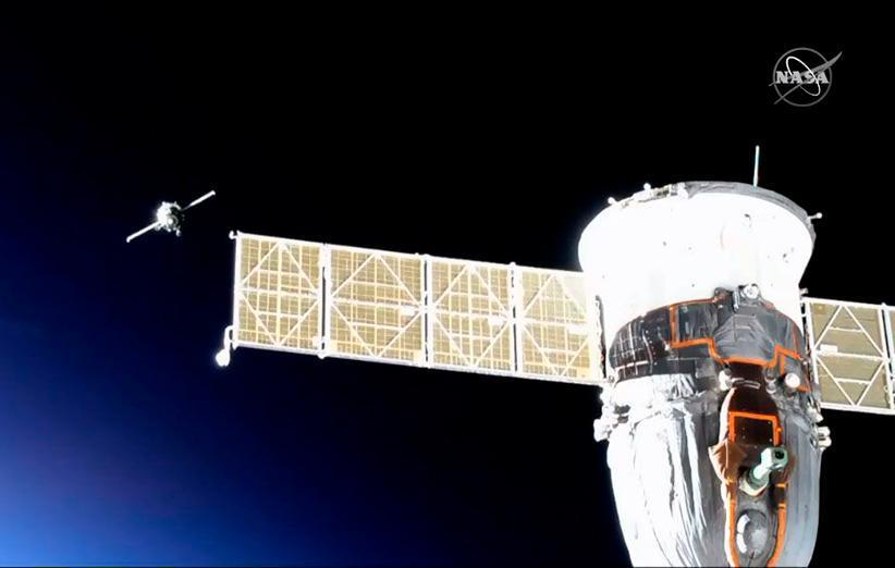 فضاپیمای سایوز پس از یک بار کوشش ناموفق، خاتمه به ایستگاه فضایی متصل شد