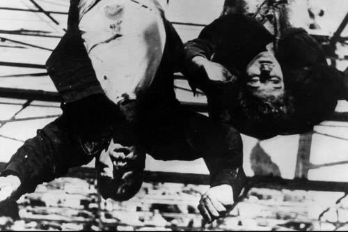 تصاویر جسد دیکتاتور دردسرساز شد