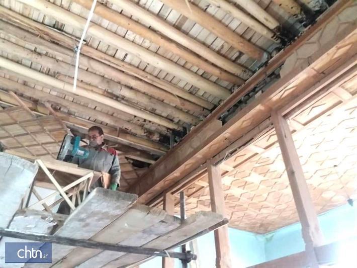 سقف چوبی سرای تاریخی فاتح نی ریز مرمت می گردد