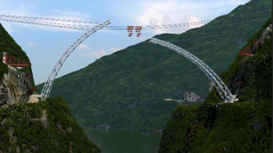 پل غول آسای قوسی شکل چین را به میانمار پیوند می زند