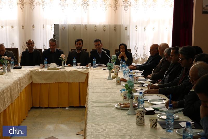 جلسه هم اندیشی دفاتر و شرکت های خدمات گردشگری همدان برگزار گردید