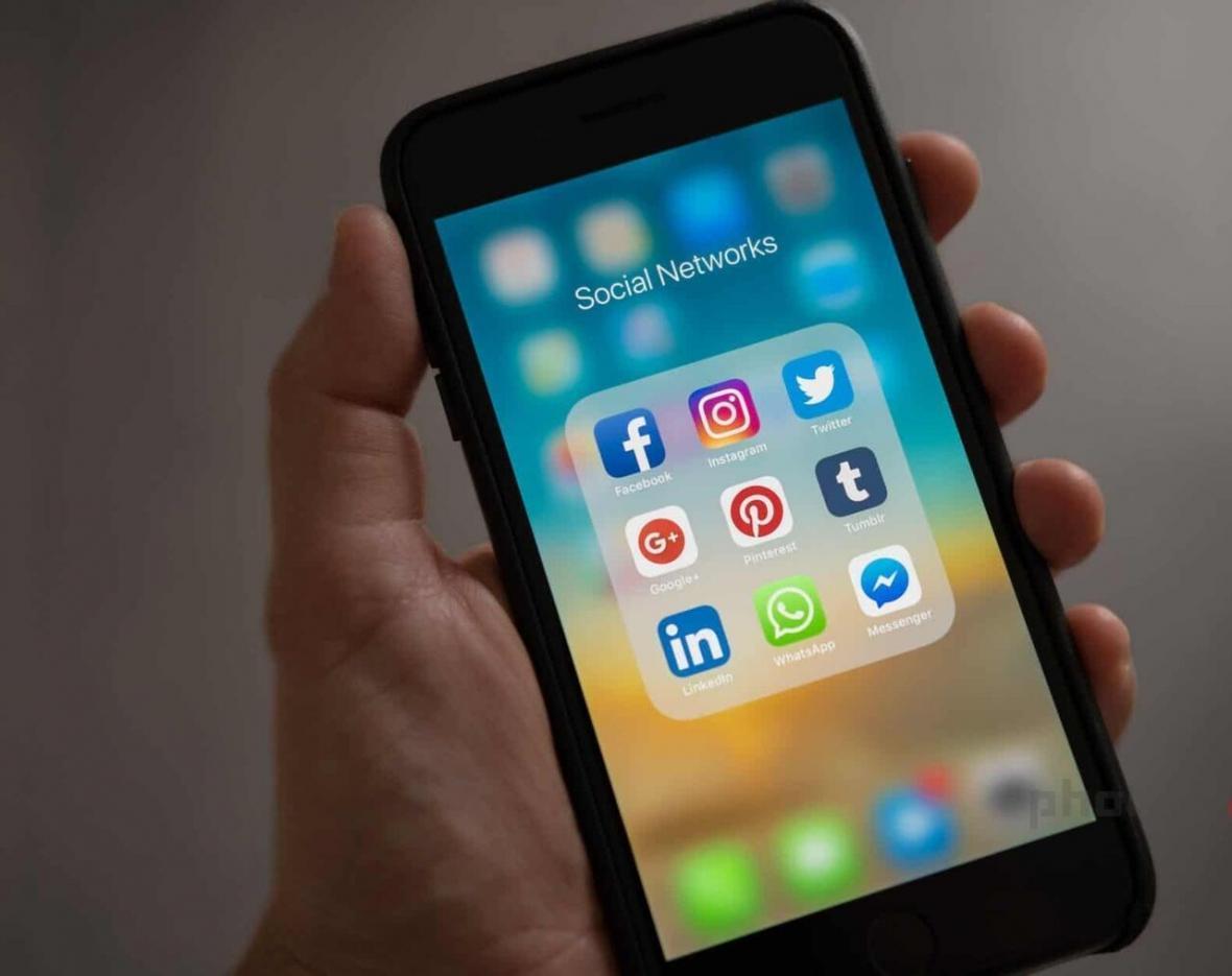خبرنگاران درخواست مؤسسه حقوق بشری برای رفع محدودیت مکالمات اینترنتی در کشورهای عربی