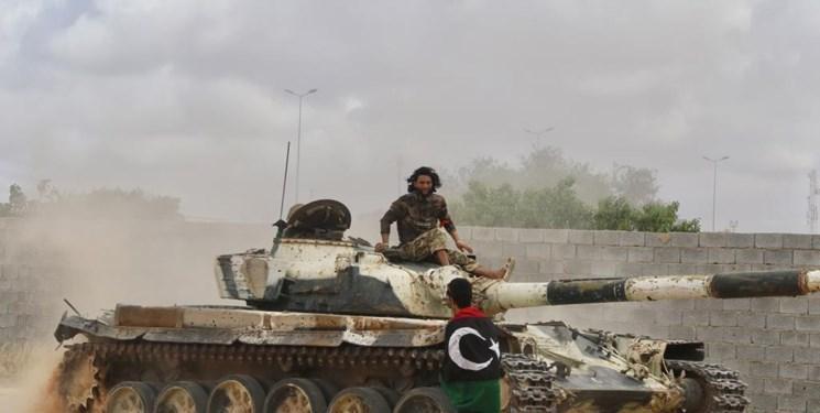 لیبی ، عقب نشینی نیروهای حفتر از پایگاه الوطیه و حمله راکتی به طرابلس