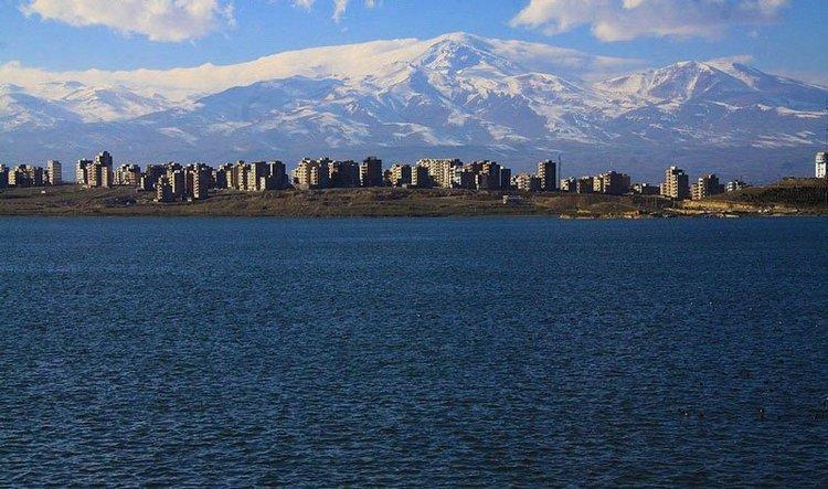 خودکشی دو دخترِ عاشق در دریاچه شورابیل!