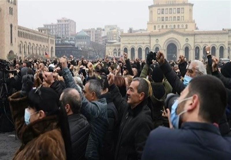 تجمع مخالفان نخست وزیر ارمنستان در خیابان های ایروان، آمادگی پاشینیان برای استعفا