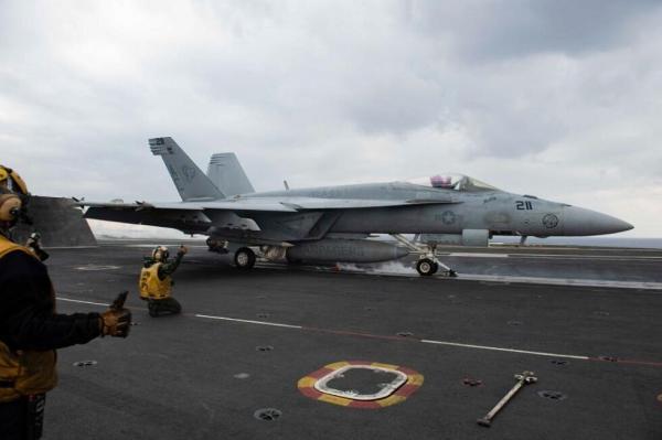 پرواز جنگنده های ناو آمریکایی بر فراز شرق مدیترانه و خلیج عمان