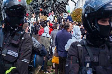 دامنه اعتراضات کرونایی به انگلیس هم رسید خبرنگاران